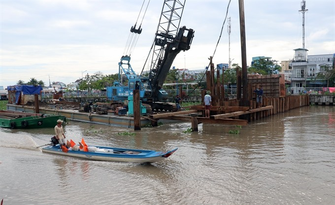 Mekong Delta prepares for dry season seeks to keep out saltwater