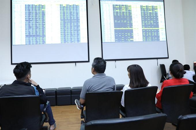 VN-Index hit hard creates new low