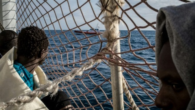 Rescued Sea Watch migrants to land in Italy after deal