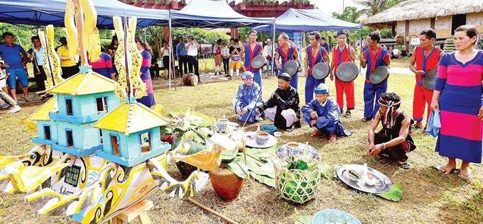 Raglais bỏ mả festival recognised as national intangible cultural heritage