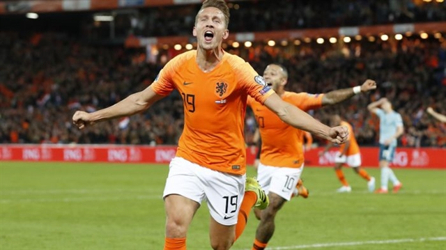 Late Netherlands blitz sinks Northern Ireland