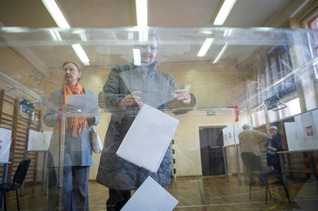 Populists top Poland vote expand majority on welfare family values ticket
