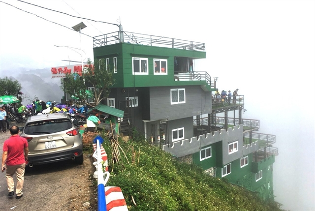 Illegal cafe on Mã Pí Lèng to become tourist stop: culture ministry