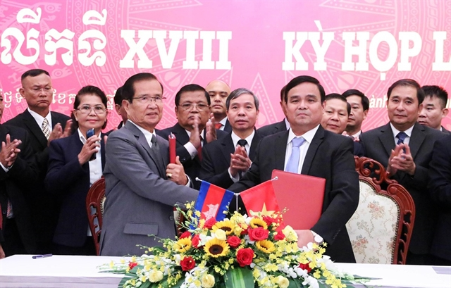 Việt Nam gives523000 to Cambodia for search of remains of Vietnamese soldiers