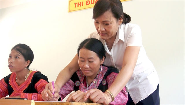 Teacher helps eradicate illiteracy in remote Hòa Bình areas