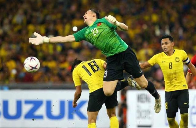 Lâm among best 10 goalies of World Cup qualifiers