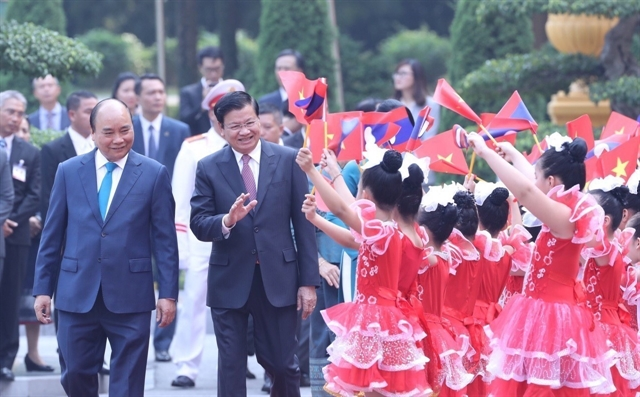 Vietnamese Lao PMs hold talks