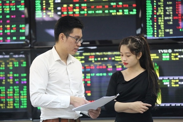 VN stocks lifted by banks