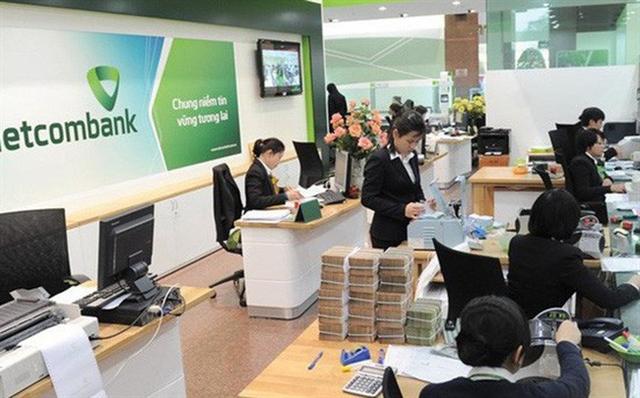 Shares advance on banking stocks