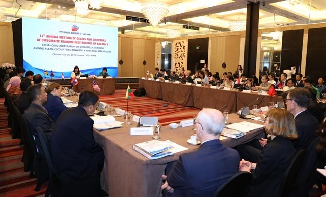 Vietnamese diplomats urged to adapt to digital era