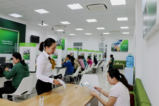 VN stocks up Vietcombank shares hit new high