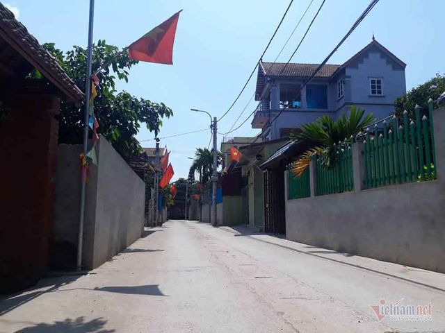 Residents in outskirts of Hà Nội donate land to widen alley