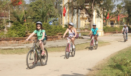 Huế plans to launch bike tourism service