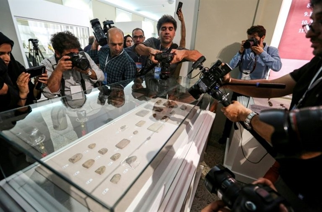Iran displays 300 ancient clay tablets returned by US