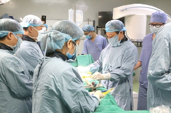 First provincial hospital uses robot in surgery