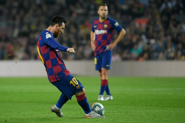 Messi fit and firing in Barca demolition of Valladolid