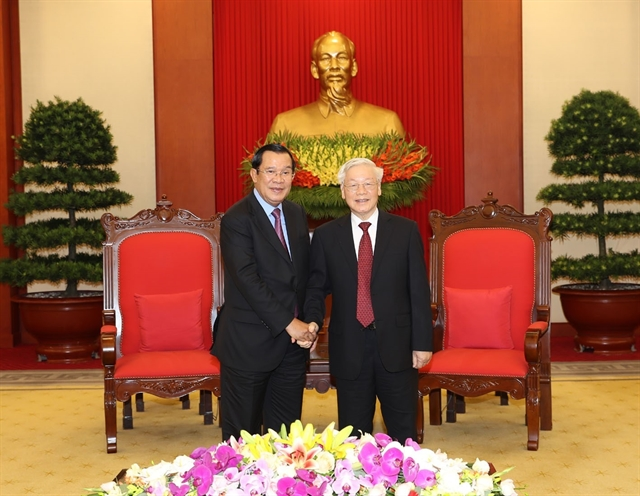 Party leader-President Nguyễn Phú Trọng receives Cambodian leader