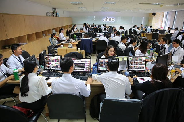 VN stocks slide on overall worries