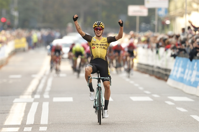 Roglic speeds to Tre Valli victory after rivals take wrong turn