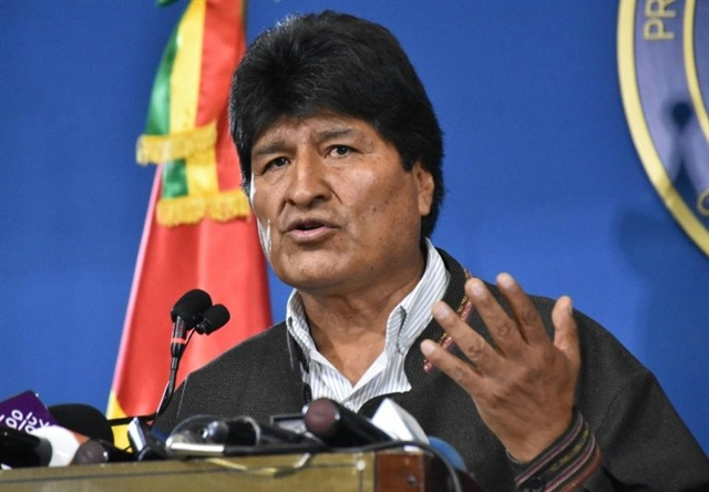 Morales leaves for Mexico as Bolivia military pledges to tackle violence