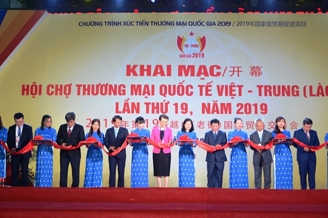 Việt Nam-China border trade fair opens in Lào Cai