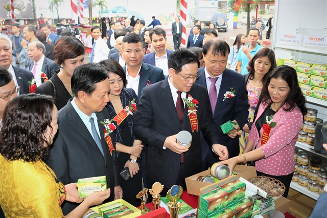 The week of Hòa Bình Provinces safe agricultural product kicks off in Big C
