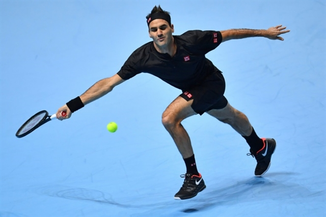 Federer outclasses Djokovic to reach ATP Finals semis