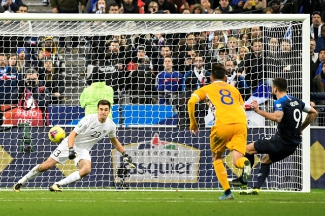 Giroud penalty lifts France past brave Moldova