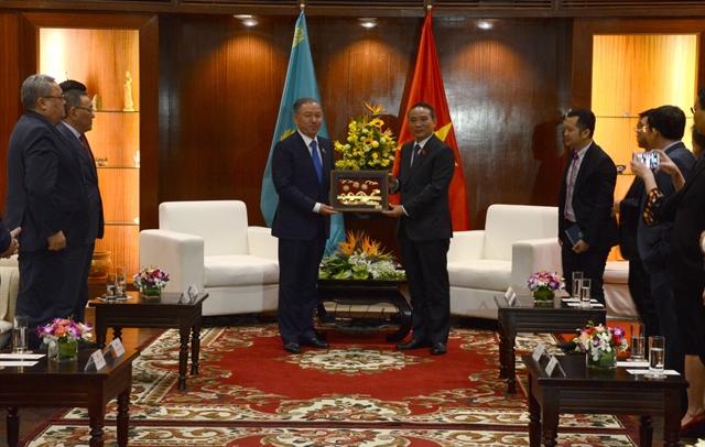 Kazakhstani top legislator visits Đà Nẵng