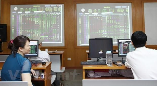 VN-Index drops for third day dragged down by heavyweight stocks
