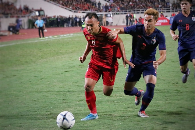 Việt Nam battle to goalless draw with Thailand