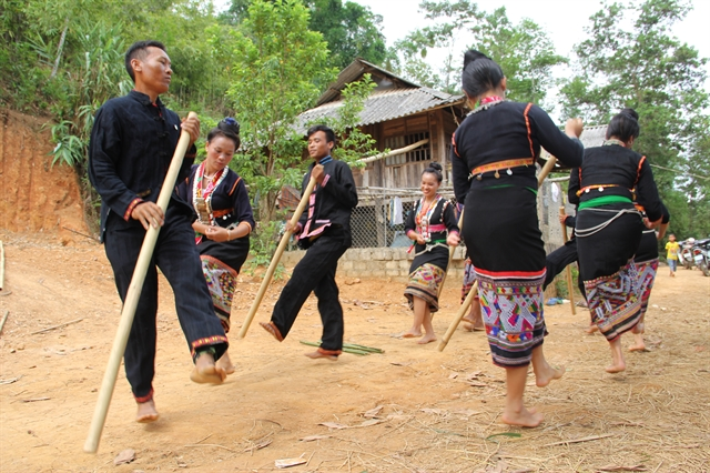 Khơ Mú peoples unique music at Museum of Ethnology