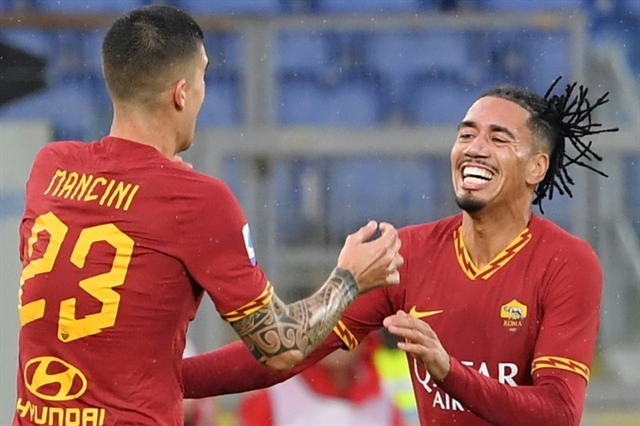 Smalling lifts Roma as Lazio stay third in Serie A