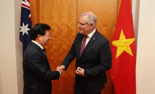 Deputy PM Trịnh Đình Dũng pays working trip to Australia