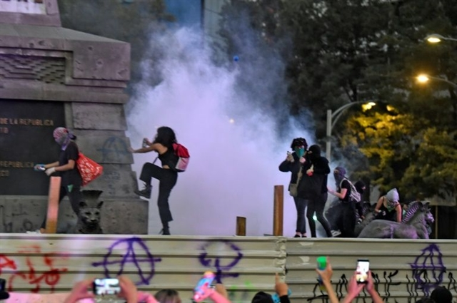 In violent protest Mexican women demand action on femicide rape