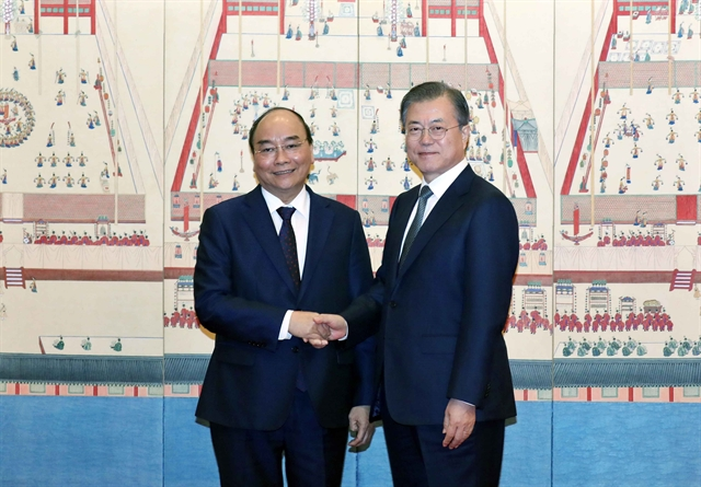 PM Phúc holds talks with RoK President Moon