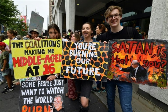 Climate protests kick off in smoke-covered Sydney