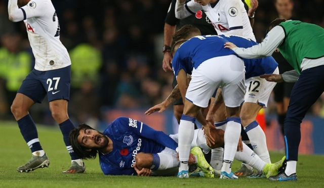 Gomes in horror injury as Everton deny Tottenham long-awaited away win
