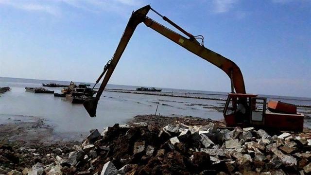 Kiên Giang dredges channels to ensure marine traffic