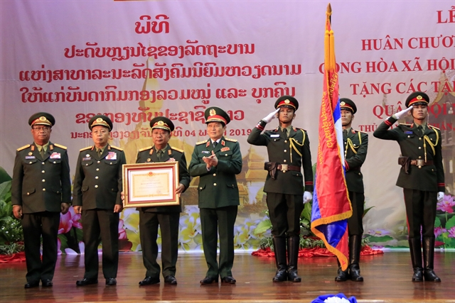 Việt Nam confers Gold Star Order on Lao Peoples Army