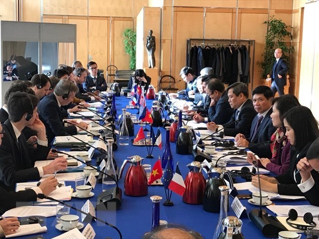Việt Nam France hold high-level dialogue to promote economic co-operation