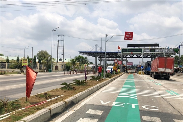 Cars encroaching automated non-stop toll collection lane will likely to be fined