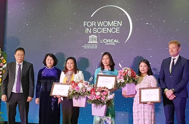 Three female scientists receive awards