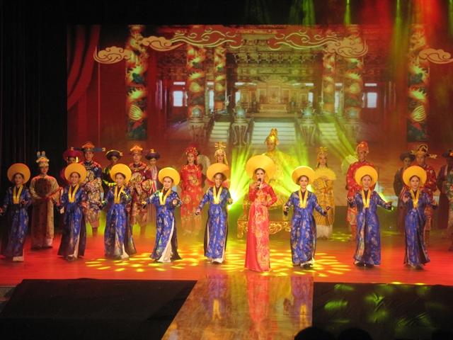 Áo Dài show to debut in Đà Nẵng