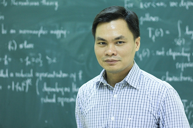 Professor Sĩ Đức Quang proves if youre old enough youre good enough
