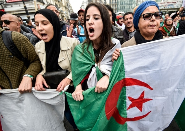 Algerians protest in thousands to reject talks with new president