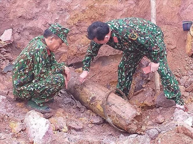 Wartime bomb safely disposed of in Quảng Bình