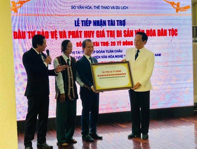 Tuần Châu group donates VNĐ20 billion to preserve folk culture
