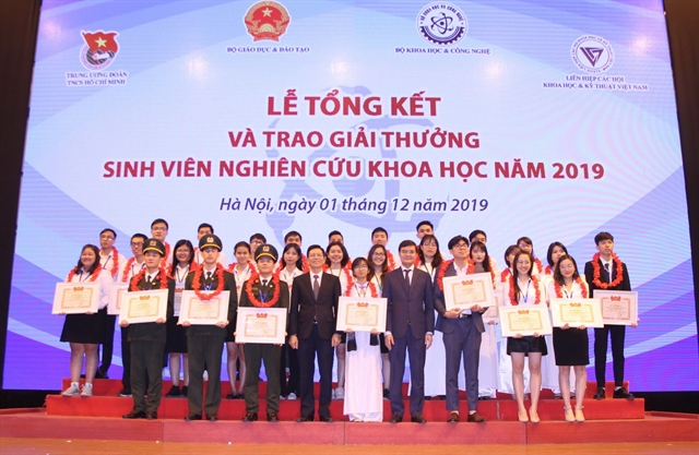 Outstanding scientific projects given awards