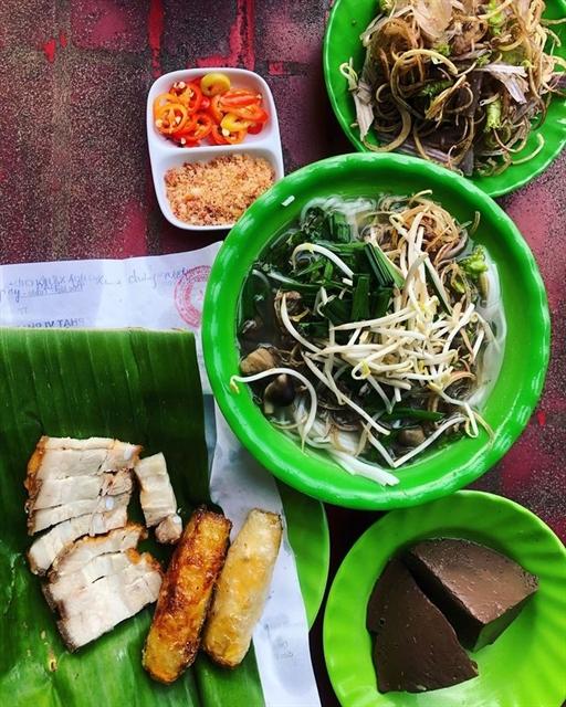 Bún nước lèo a specialty of Trà Vinhs Khmer ethic group